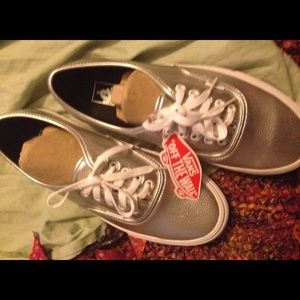 NWT Vans off the wall